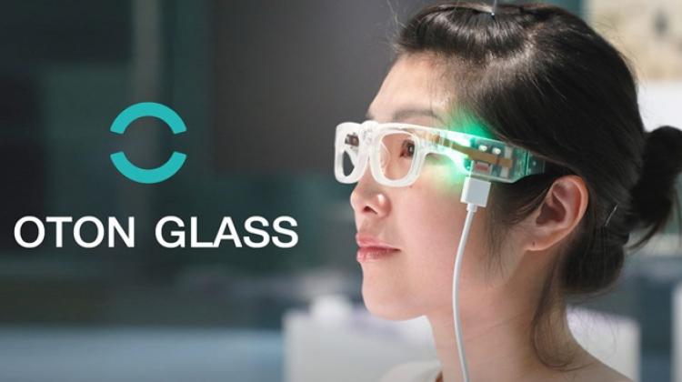 Oton Glass แว่นสำหรับผู้พิการทางสายตา มีกล้องและลำโพงในตัว อ่านตัวหนังสือให้ฟังได้