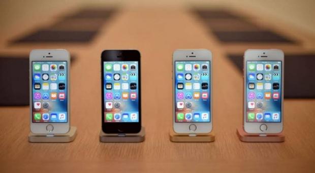 จับ ไอโฟน SE เทียบสเปกรุ่นพี่