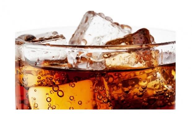 เตือนคนไทยดื่มน้ำอัดลมมาก จะส่งผลต่อสุขภาพช่องปาก เกิดโรคฟันผุและโรคอ้วน